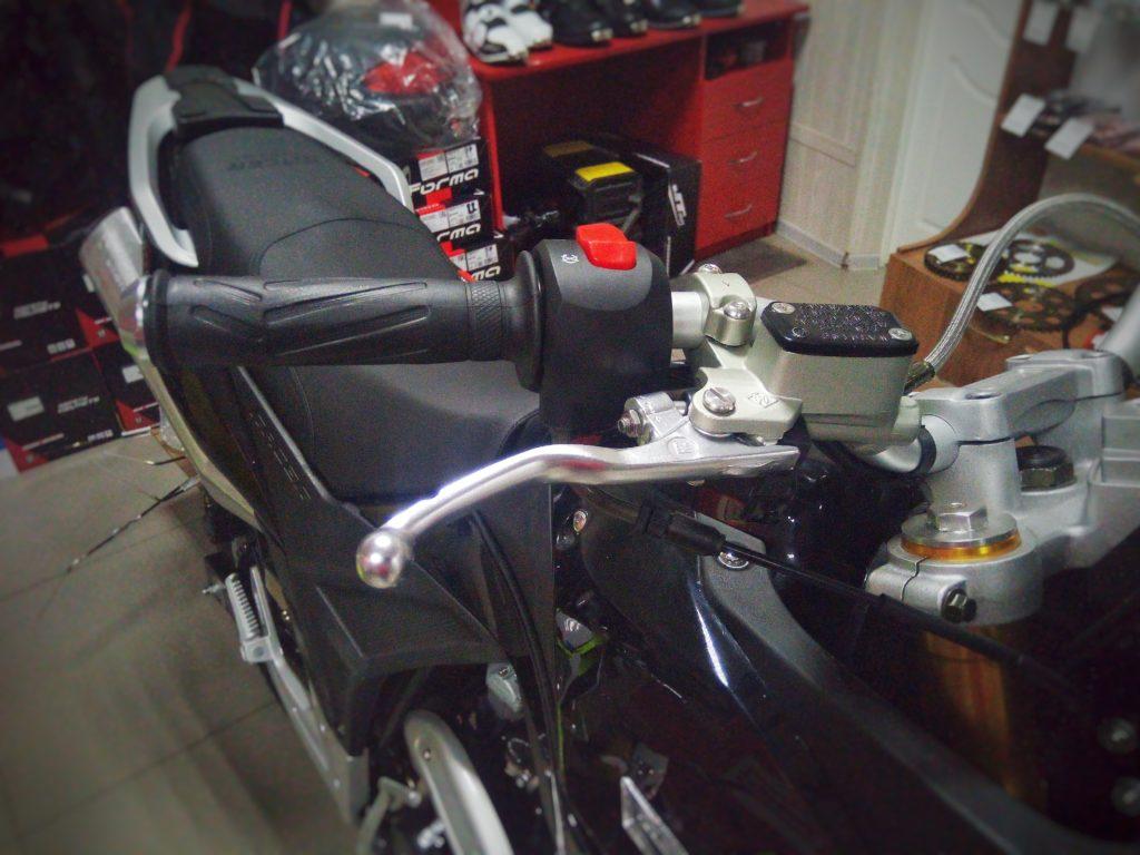 Тормозная машинка копия Brembo (Z-Hua) на мотоцикле Racer Ranger